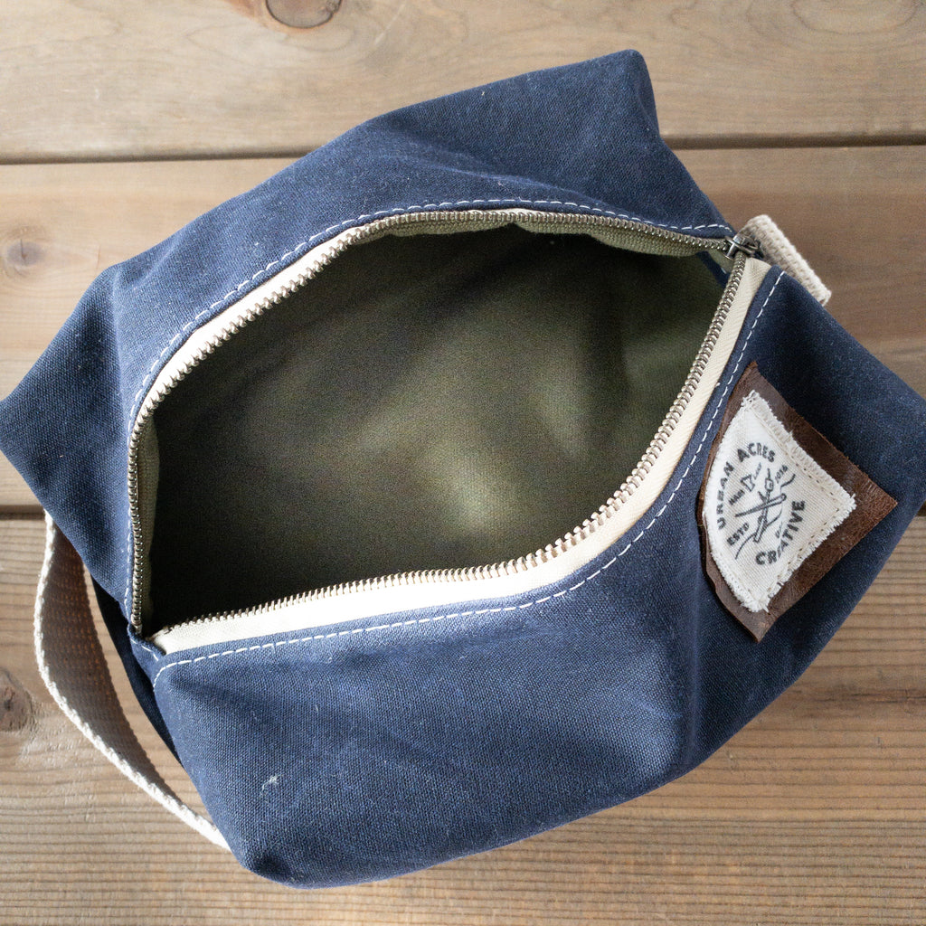 COLLEGEVILLE - Dopp Kit - Navy + Army Green Canvas