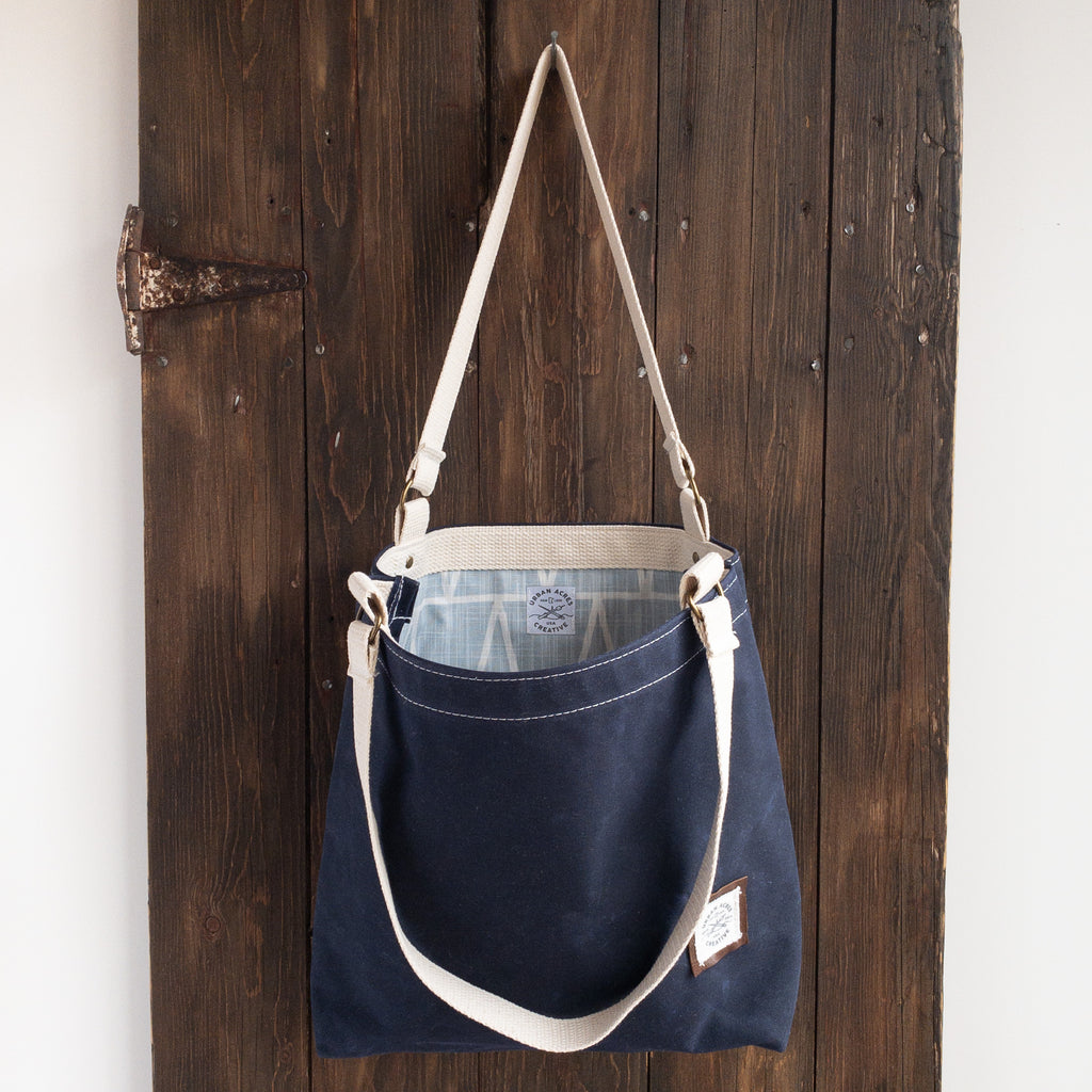 BLAINE - Small Tote Bag - Navy + Light Blue