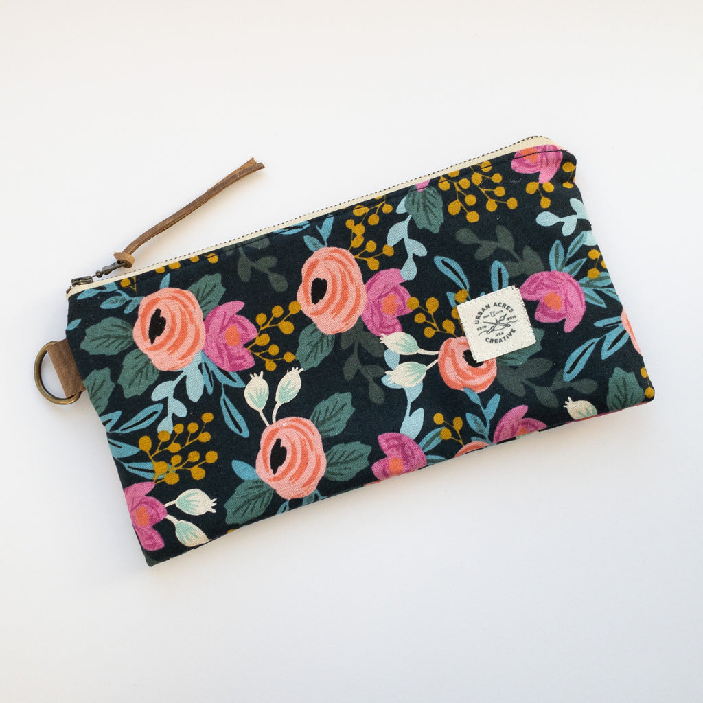 EVELETH - Zip Pouch - Navy Floral