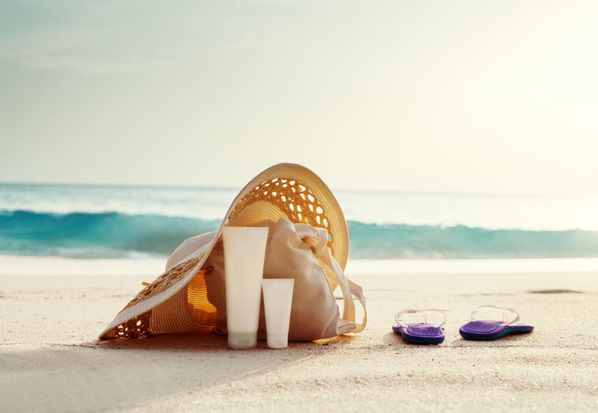 11 Beach Bag Essentials for a Healthy & Sustainable Summer feature image