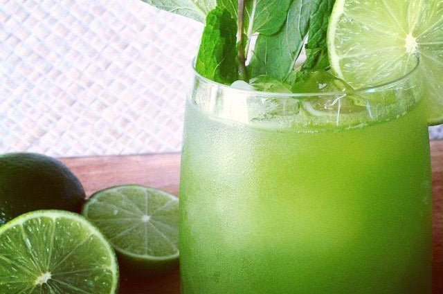Lime, Mint & Vanilla Mojito Green Smoothie feature image