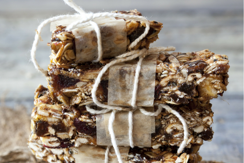 Date, Craisin and Dark Chocolate Muesli Bar Recipe feature image