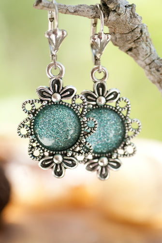 These earrings have an antique allure!