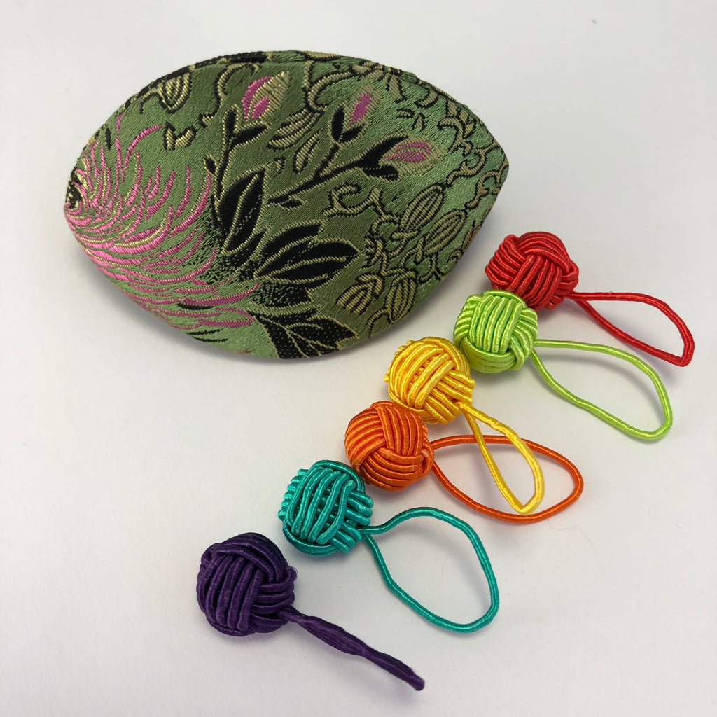 HiyaHiya Dumpling Case with Yarn Ball Stitch Markers