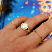 Load image into Gallery viewer, Crescent Moon Signet Ring