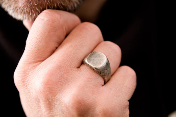 #8 - Signet Ring oval
