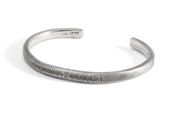 #022 - Rugged bangle geometric pattern