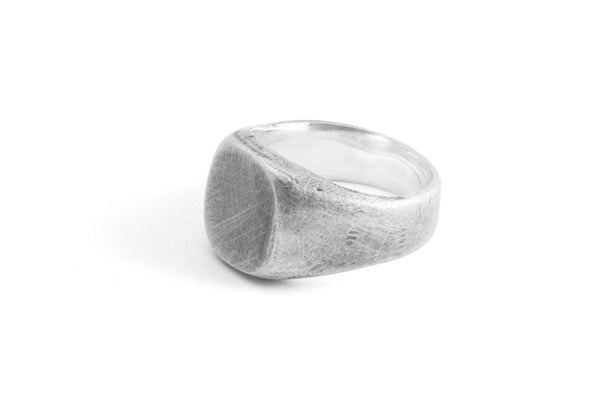 #007 - Signet Ring Oval