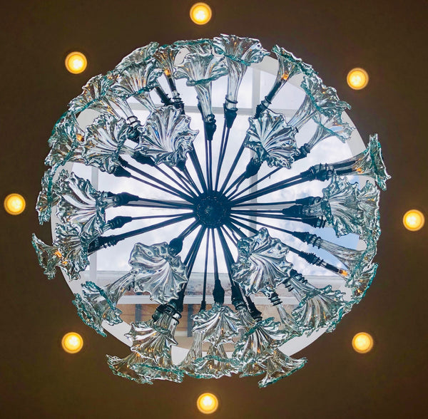 Chandelier 'Clarity' with LEDs in 18 flowers