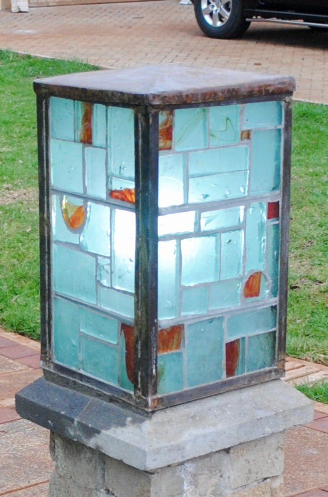 Dalle de Verre gate light