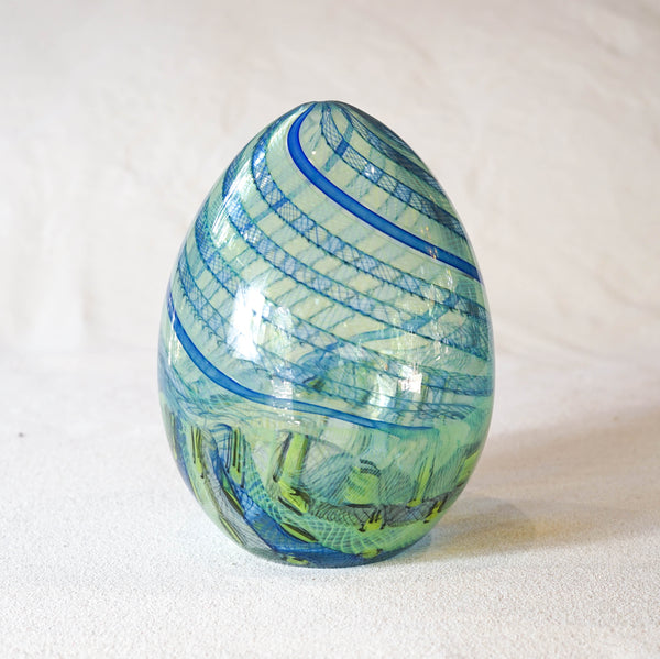 'Egg' form by Christiaan Maas