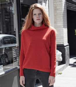 Box shape with narrow rib sleeve sweater in red lambswool