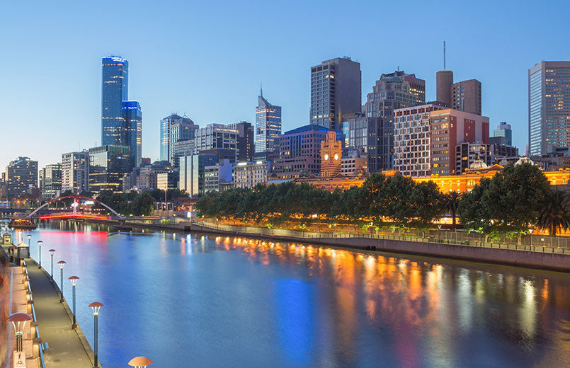 Melbourne-city-and-the-Yarra-river-at-night
