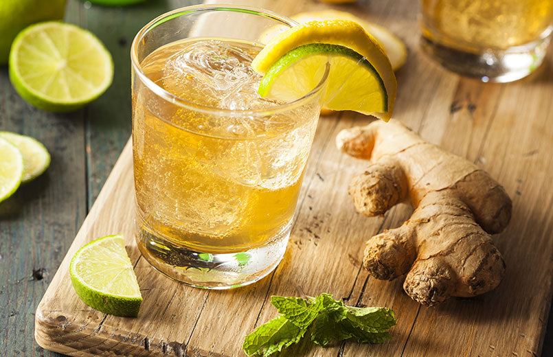 Organic-Ginger-Ale-Soda-in-a-Glass-with-Lemon-and-Lime