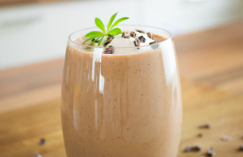 chocolate-peanut-butter-smoothie-in-a-glass-on-the-table
