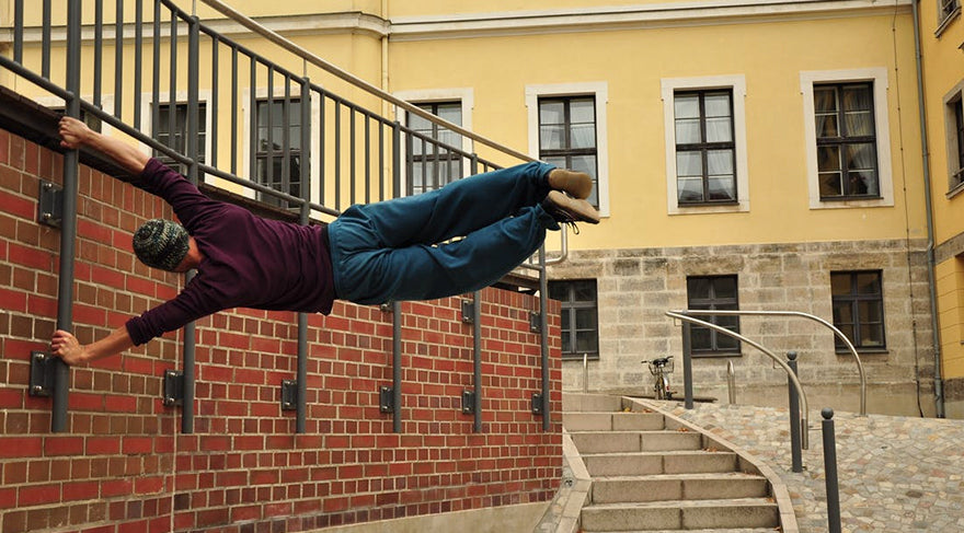man-doing-parkour-in-a-city-in-daylight