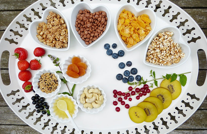 nuts-berries-whole-cereals-oil-low-carb-high-fats-diet-breakfastconcept