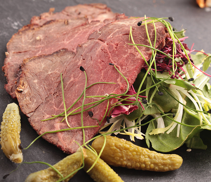 roasted-beef-slices-with-vegetables-and-pickles