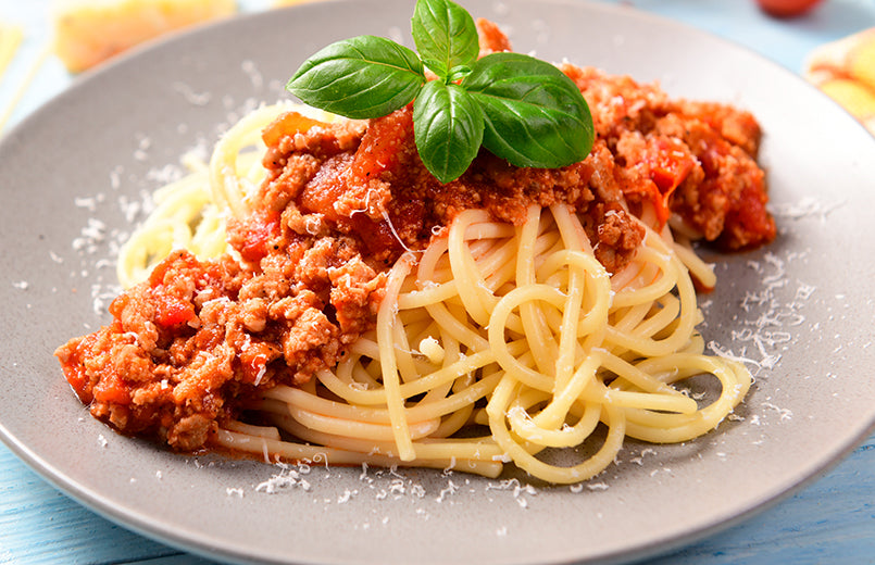 white-plate-with-spaghetti-ground-beef-and-tomatoes-sauce
