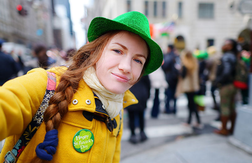 woman-taking-a-selfie-with-her-smartphone-during-the-annual-St.-Patrick's-Day-Parade-on-5th-Avenue-in-New-York-City