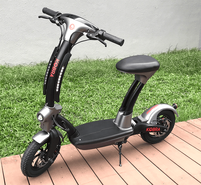 Kobra e-scooter with seat