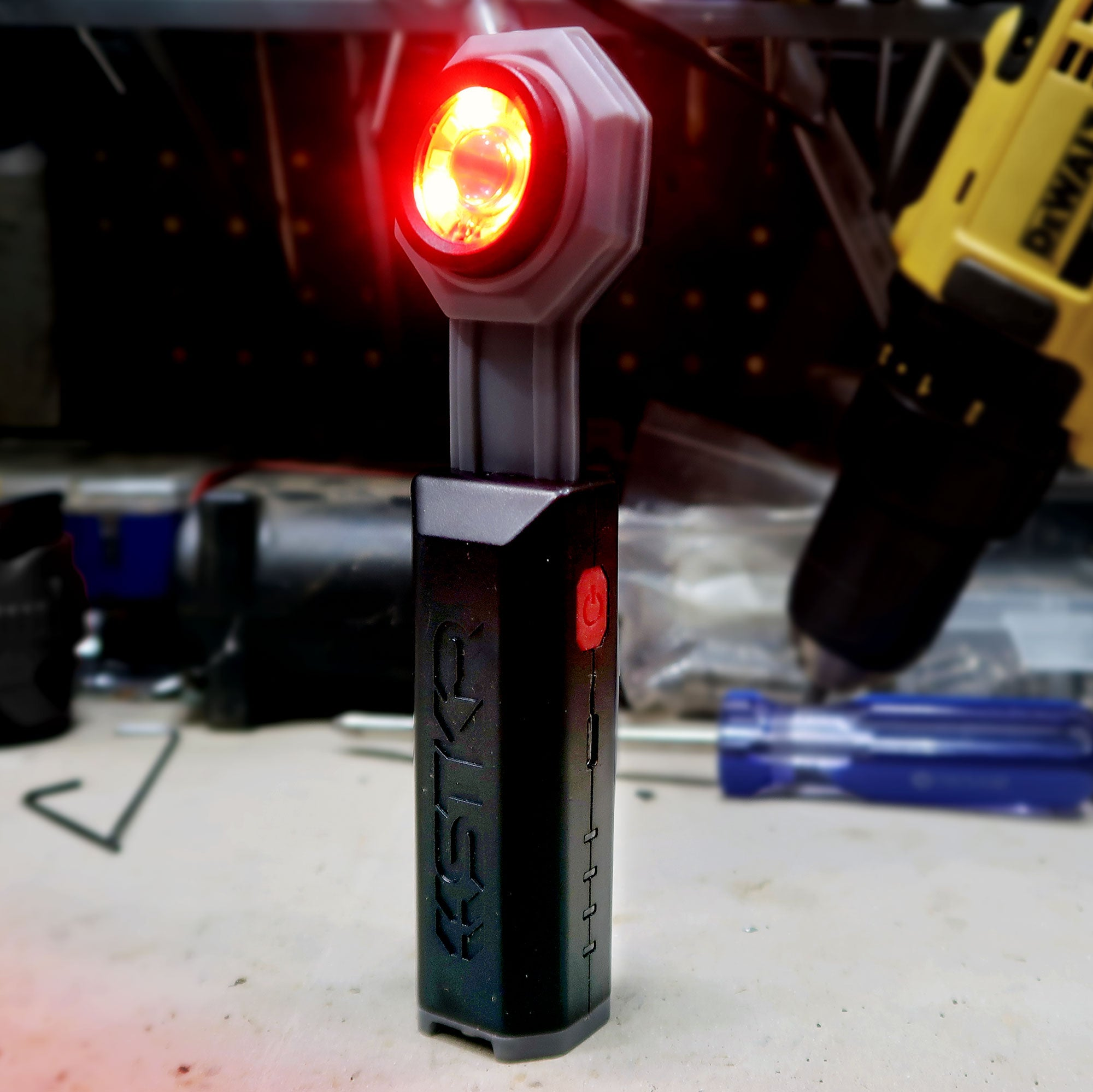 FLEXIT Pocket Light features red night vision LEDs
