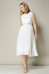 Sleeveless Dress With Delicate Embroidery