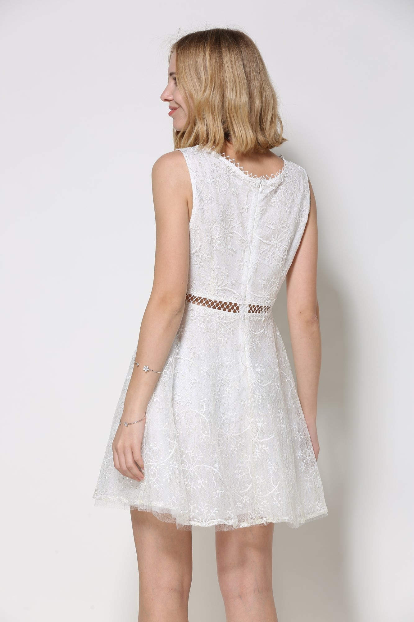 White Sleeveless Embroidery Dress