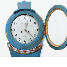 Mora Clock - blue paint - face detail