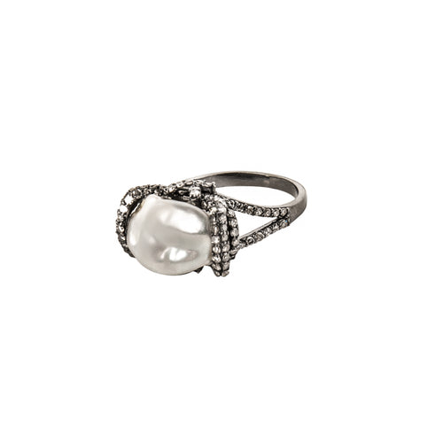 Diamond Oyster Treasure Ring