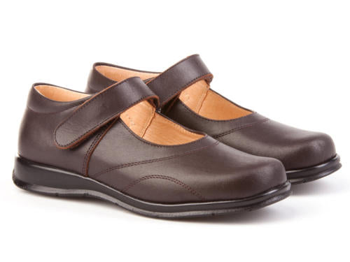 Zapato Colegial Mercedita con velcro Color Marron