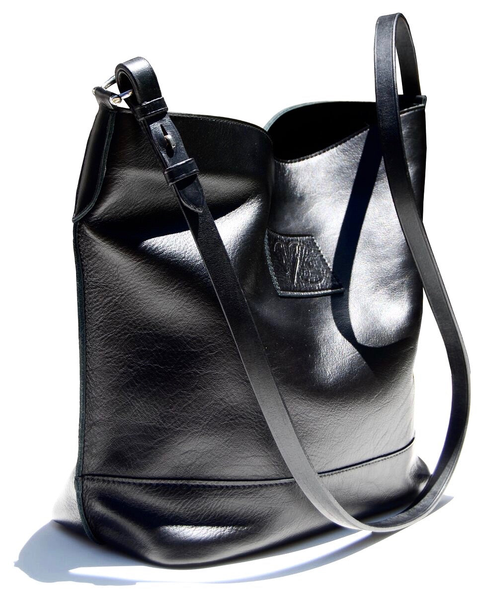 MUSTANG in black | Equestrian Shoulder Bag | Bucket Bag - AtelierCG™