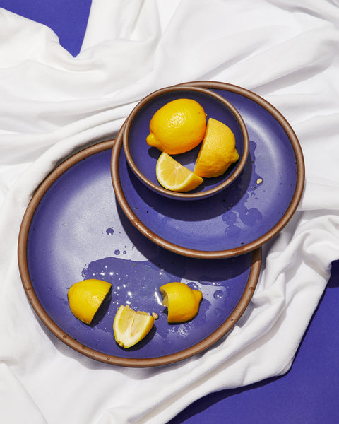 Blue plates with lemons