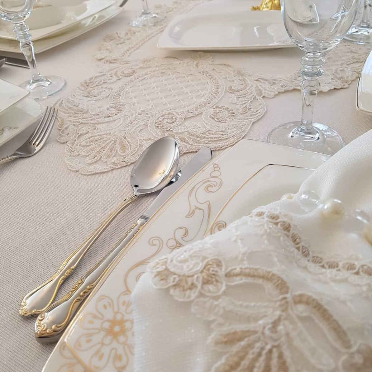 Set of 26 Pieces Luxury French Lace Tablecloth (serves 12)