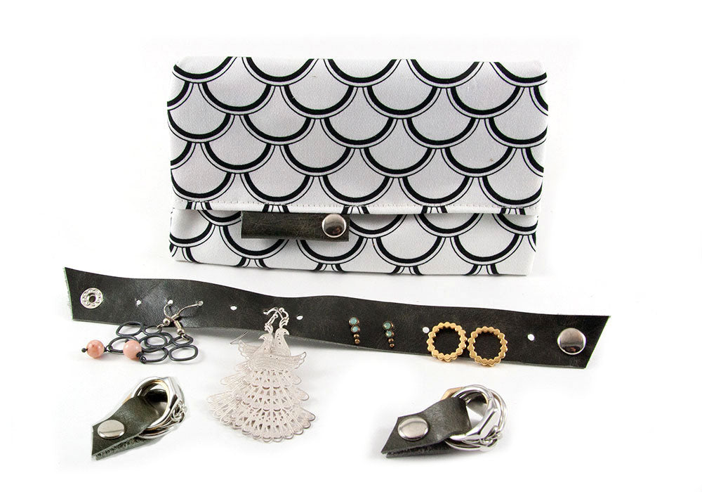 Jewelry Travel Kit - Black Shells