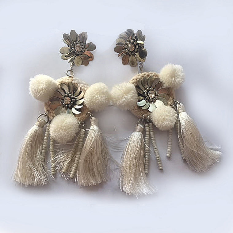 CREAM DROP EARRINGS WITH TASSELS IN  OFF WHITE