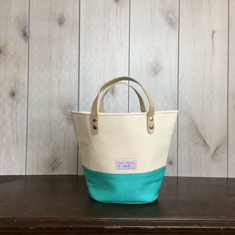Vickie Howell for della Q Tote + Zip Pouch