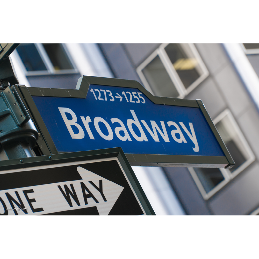 Broadway sign - NY004