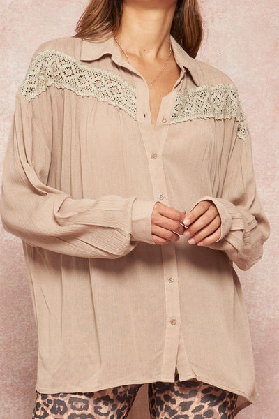 A Crinkled Woven Shirt Featuring Basic Collar