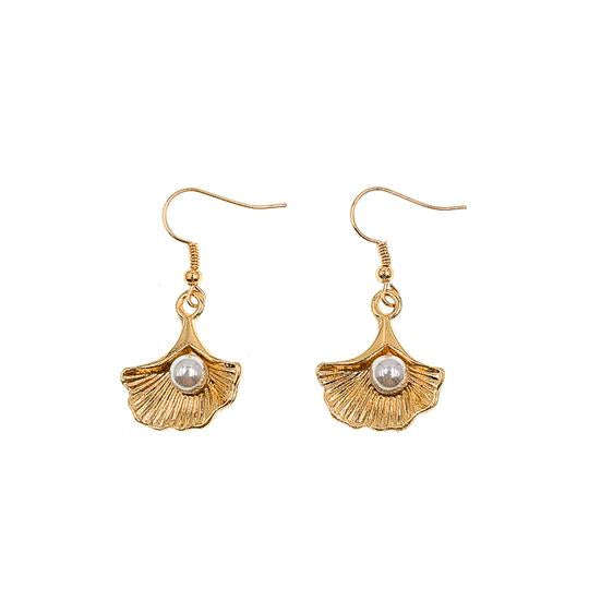 Mano Plus Bei Seashell With Pearl Earrings