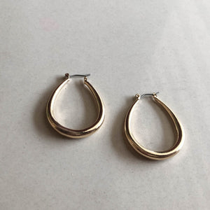 CINDERTOELLA Earrings: Oval Hoop