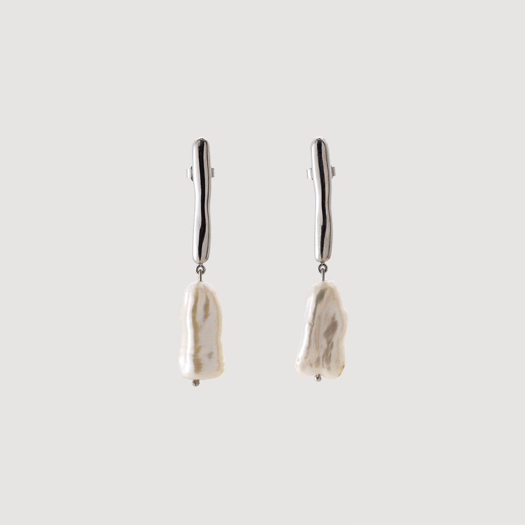 Line Earrings w/Baroque Pearl