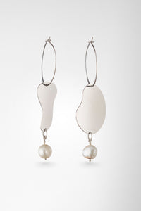 Cut-out Earrings with Pearl