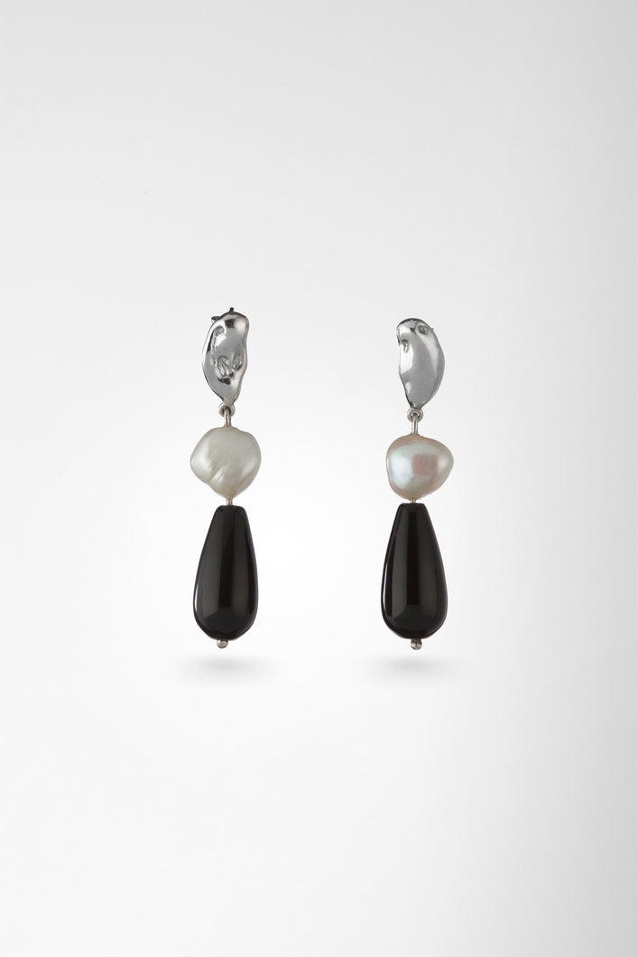 Pebble Studs with Pearl and Onyx