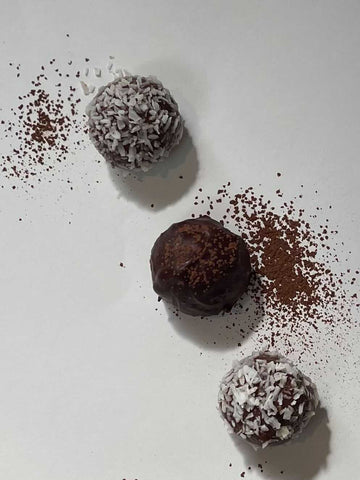 Bliss balls for luteal phase in cycle
