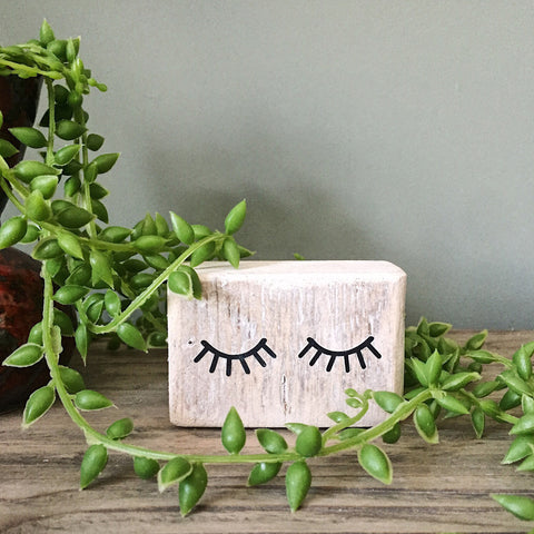 Mini block with eye lashes