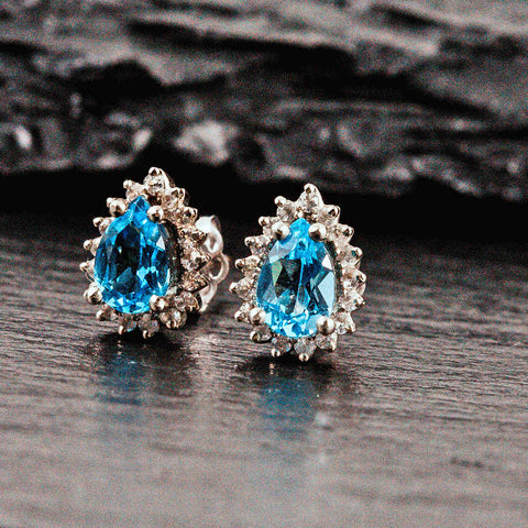 Pear shaped earrings with aquamarine and diamonds
