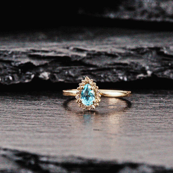 Pear shaped yellow gold ring with aquamarine and diamonds