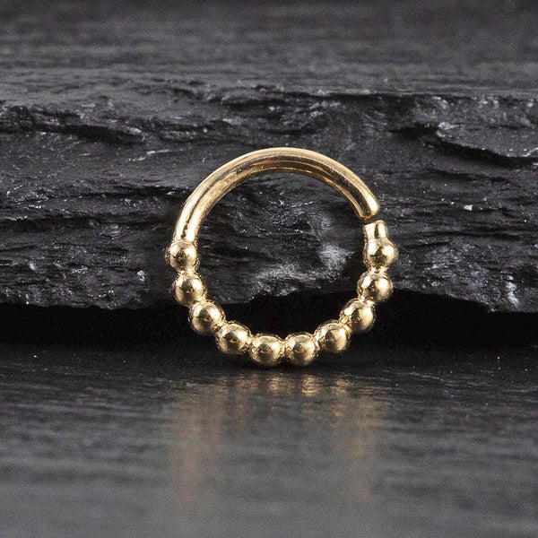 nose ring in gold and helix piercing in gold