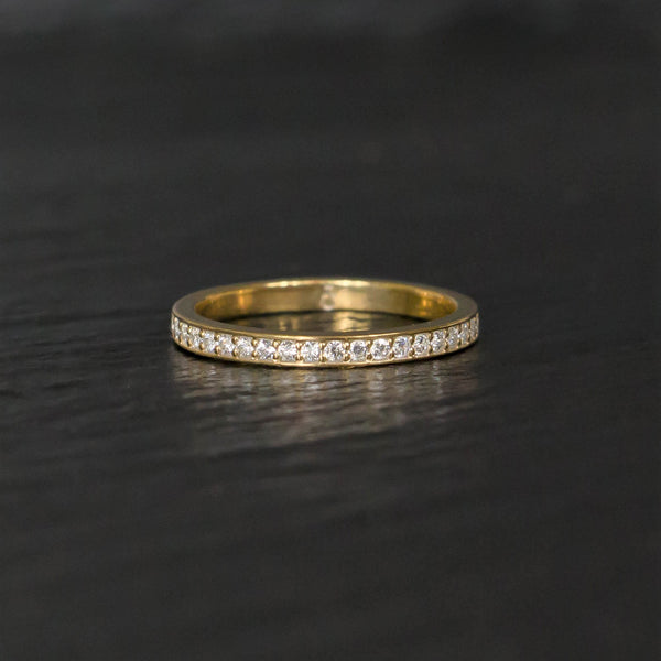 Bright cut wedding band in yellow gold and diamonds - stackable